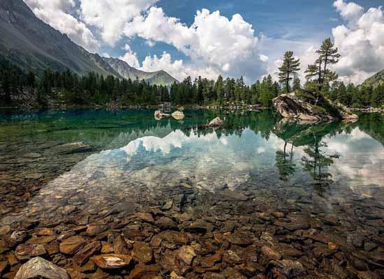 озеро с пресной водой Верхнее
