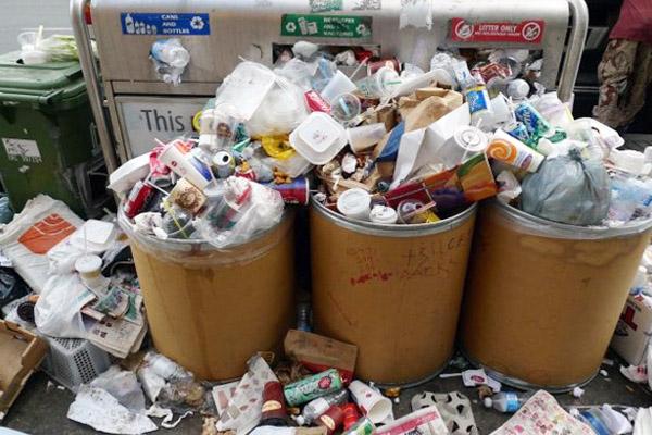 мусор на улице в баках