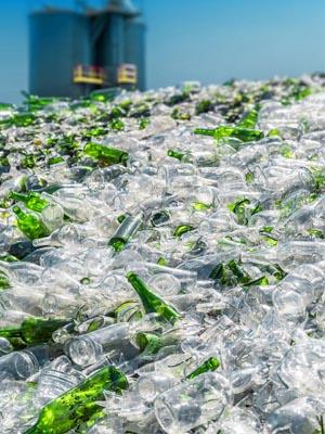 вторичная переработка стеклянных бутылок - Recycling of glass bottles